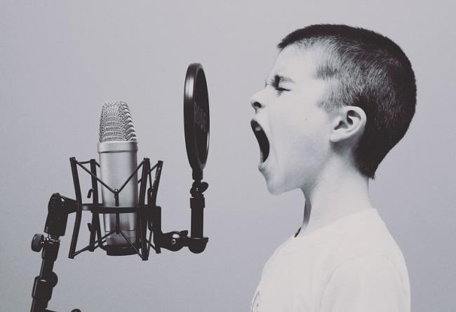 screaming-microphones-sings