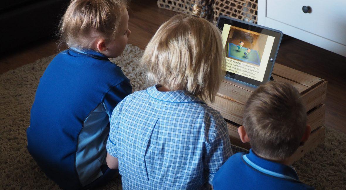 dzieci wychowywane przez ekran