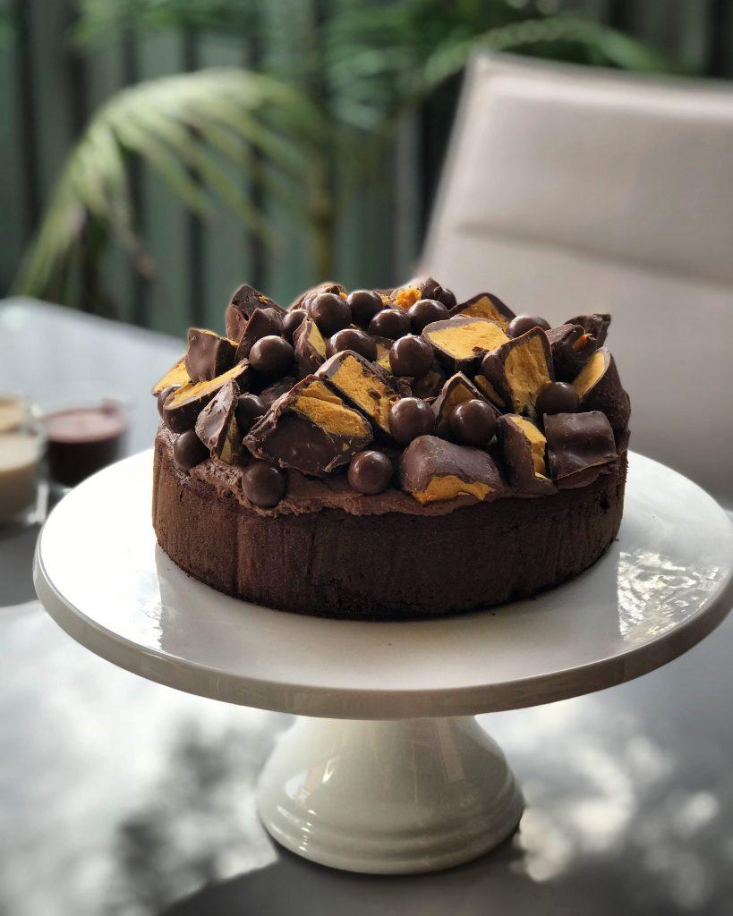 Przepyszny tort czekoladowy