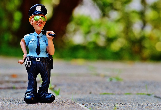 JESTEM W DOMU ZŁYM POLICJANTEM
